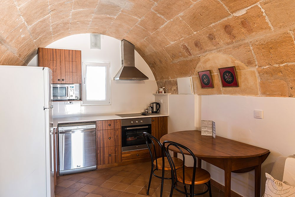2 bedroom apartment in a cottage
